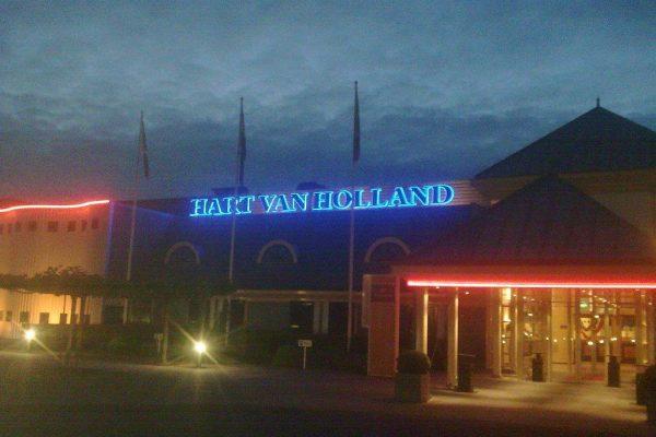 Geveldecoratie in neonletters Hart van Holland Dimlicht Dimension Lichtreklame