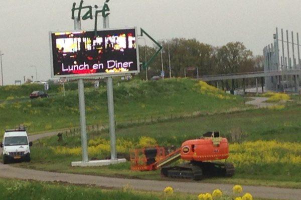 Reclamezuil langs de weg Haje Lunch en Diner Dimlicht Dimension Lichtreklame